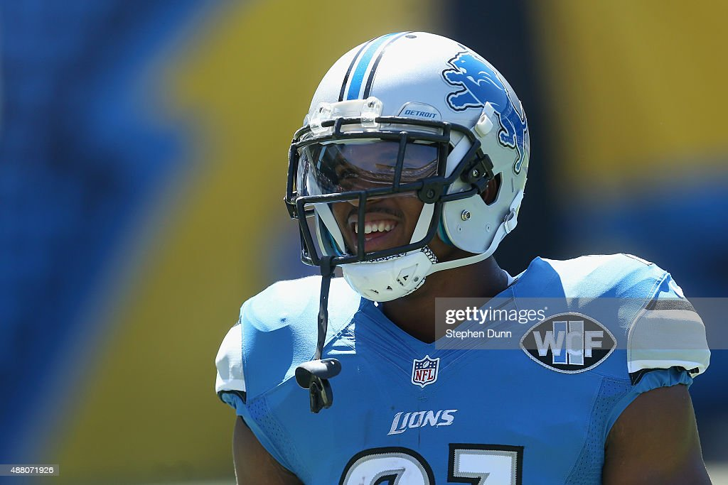 Running back <a gi-track='captionPersonalityLinkClicked' href=/galleries/search?phrase=Ameer+Abdullah&family=editorial&specificpeople=8199967 ng-click='$event.stopPropagation()'>Ameer Abdullah</a> #21 of the Detroit Lions warms up before a game against the San Diego Chargers at Qualcomm Stadium on September 13, 2015 in San Diego, California.