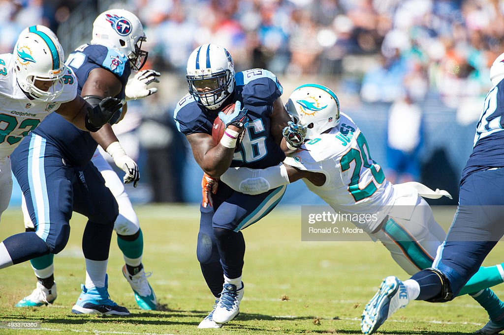 Running back Antonio Andrews of the Tennessee Titans carries the ball during a NFL game against the Miami Dolphins at Nissan Stadium on October 18...
