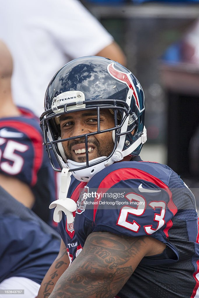 Running back <a gi-track='captionPersonalityLinkClicked' href=/galleries/search?phrase=Arian+Foster&family=editorial&specificpeople=2128663 ng-click='$event.stopPropagation()'>Arian Foster</a> #23 of the Houston Texans looks on during a NFL game against the Jacksonville Jaguars on September 16, 2012 at EverBank Field in Jacksonville, Florida.