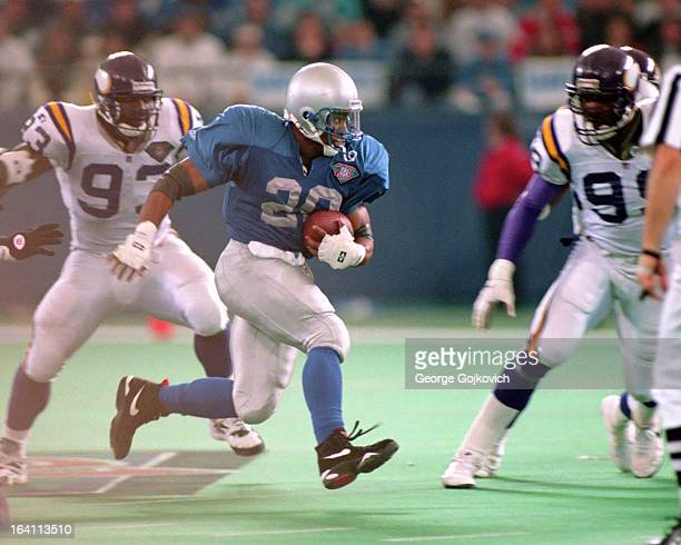 Running back Barry Sanders of the Detroit Lions heads for the endzone during a 64yard touchdown run against the Minnesota Vikings at the Pontiac...
