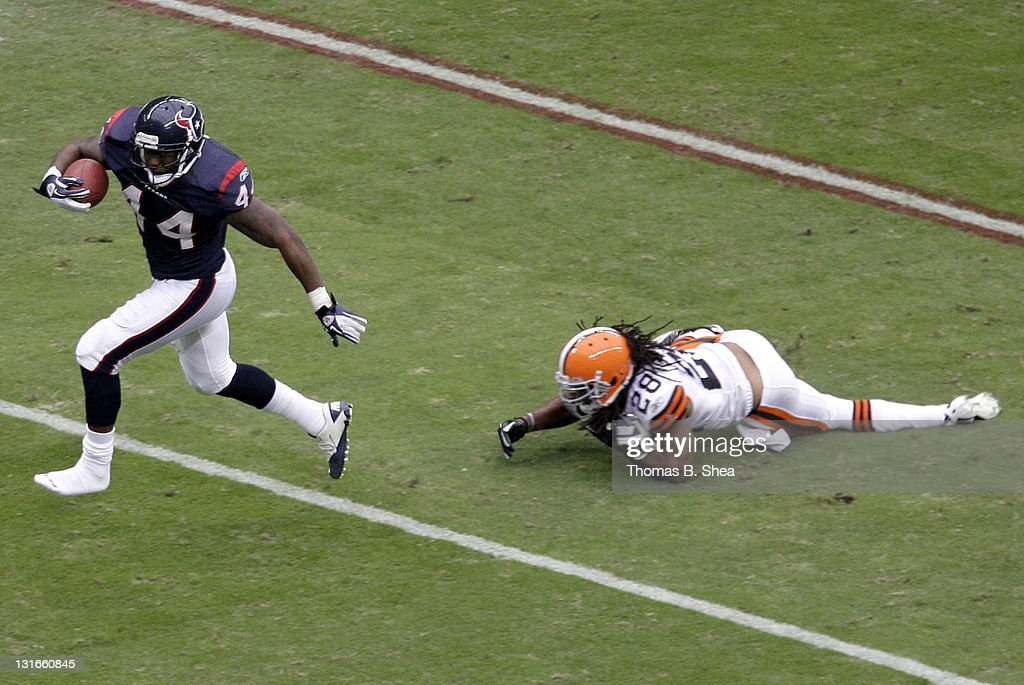 Running back <a gi-track='captionPersonalityLinkClicked' href=/galleries/search?phrase=Ben+Tate&family=editorial&specificpeople=4091148 ng-click='$event.stopPropagation()'>Ben Tate</a> #44 of the Houston Texans rushes for a touchdown against defensive back Usama Young #28 of the Cleveland Browns on November 6, 2011 at Reliant Stadium in Houston, Texas.