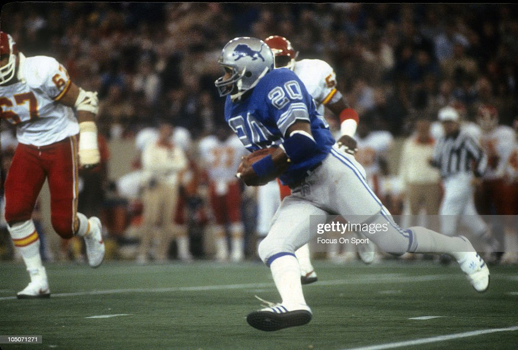 Running Back <a gi-track='captionPersonalityLinkClicked' href=/galleries/search?phrase=Billy+Sims&family=editorial&specificpeople=541482 ng-click='$event.stopPropagation()'>Billy Sims</a> #20 of the Detroit Lions carries the ball against the Kansas City Chiefs during an NFL football game at the Silver Dome November 26, 1981 in Detroit, Michigan. Sims played for the Lions from 1980-84.
