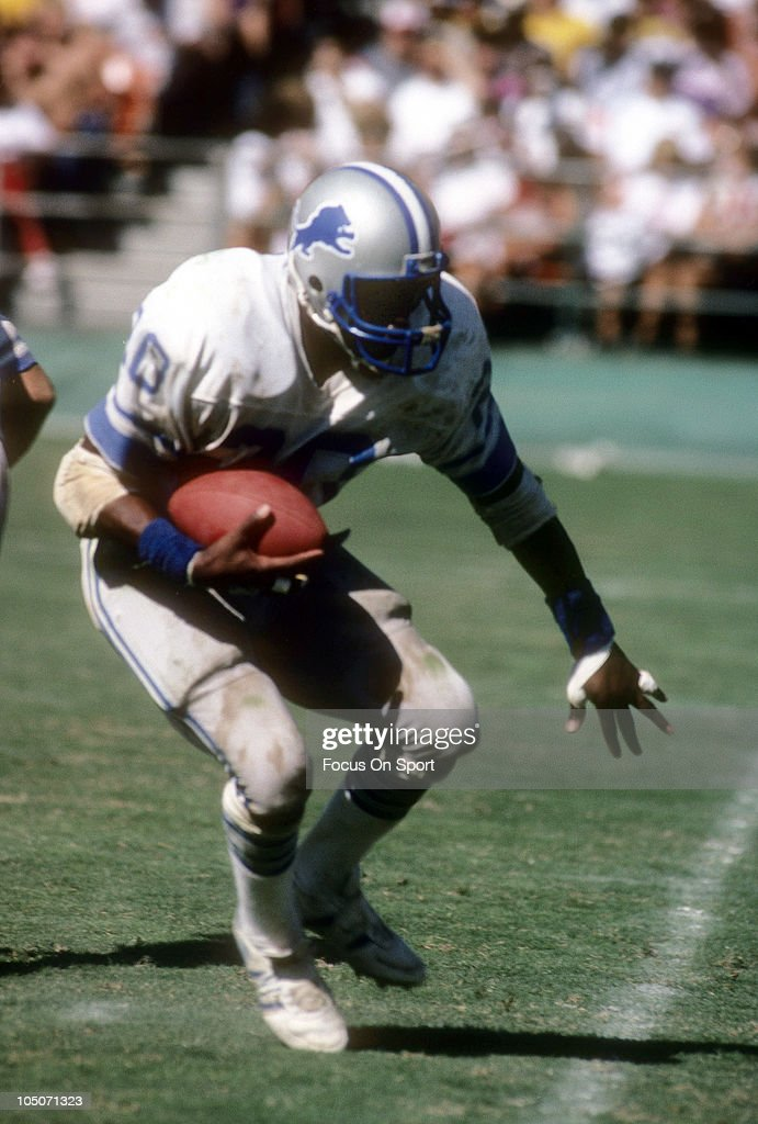 Running Back <a gi-track='captionPersonalityLinkClicked' href=/galleries/search?phrase=Billy+Sims&family=editorial&specificpeople=541482 ng-click='$event.stopPropagation()'>Billy Sims</a> #20 of the Detroit Lions carries the ball during an NFL football game circa 1984. Sims played for the Lions from 1980-84.