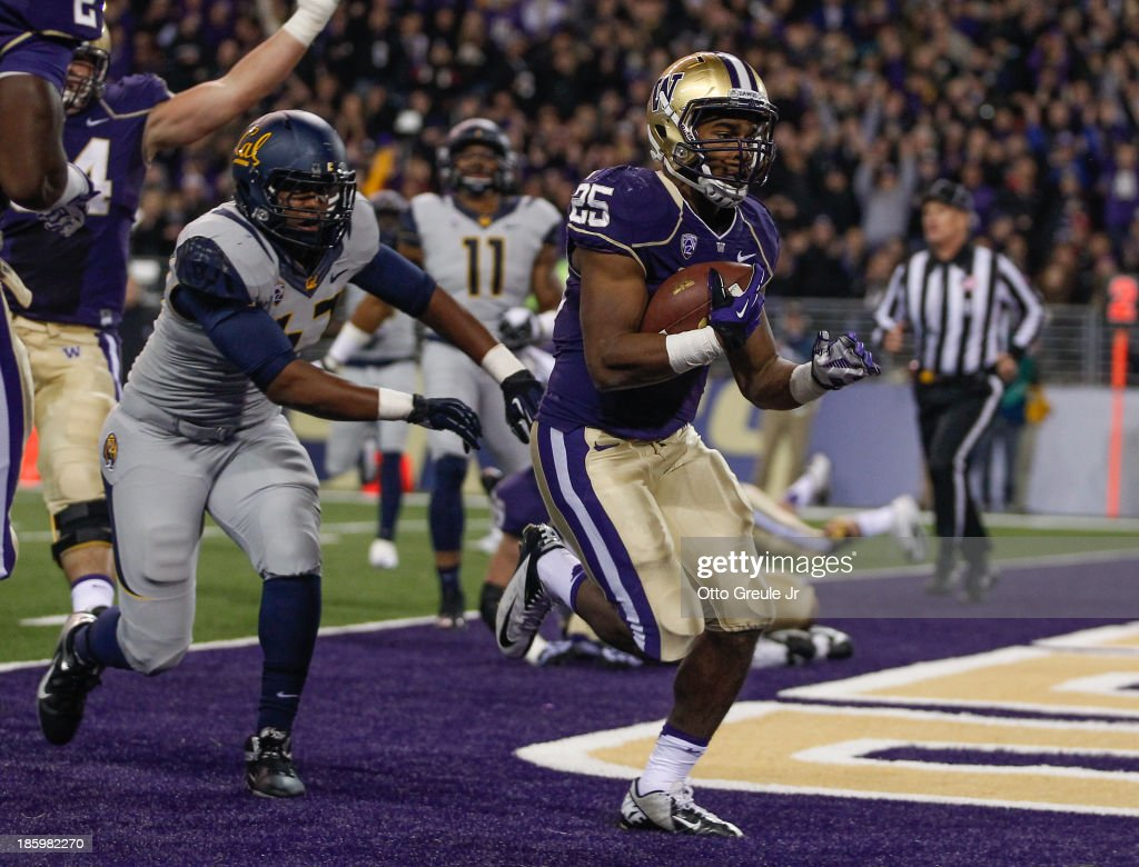 Running back <a gi-track='captionPersonalityLinkClicked' href=/galleries/search?phrase=Bishop+Sankey&family=editorial&specificpeople=8281516 ng-click='$event.stopPropagation()'>Bishop Sankey</a> #25 of the Washington Huskies rushes for a touchdown against the California Golden Bears on October 26, 2013 at Husky Stadium in Seattle, Washington.