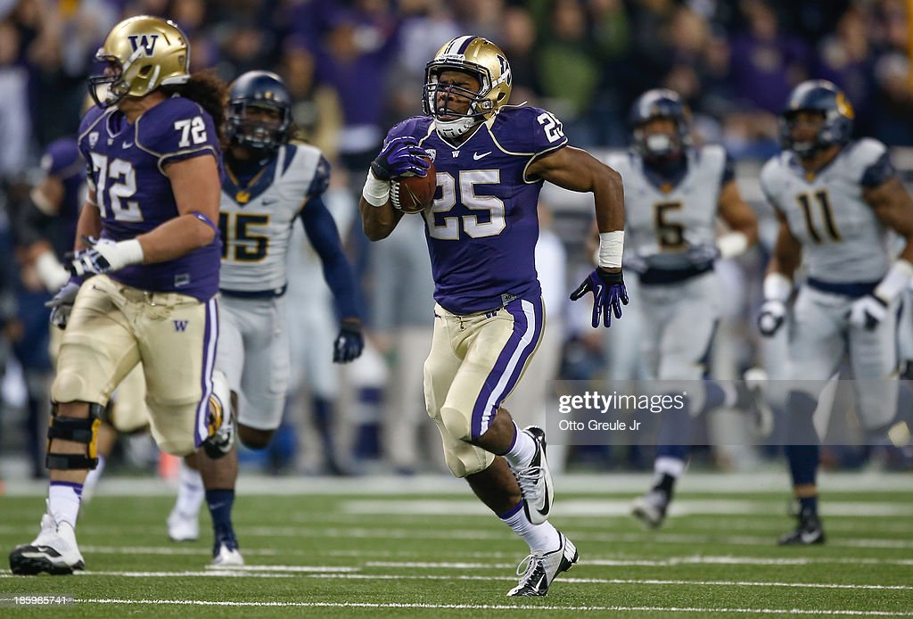 Running back <a gi-track='captionPersonalityLinkClicked' href=/galleries/search?phrase=Bishop+Sankey&family=editorial&specificpeople=8281516 ng-click='$event.stopPropagation()'>Bishop Sankey</a> #25 of the Washington Huskies rushes for a 55-yard touchdown in the second quarter against the California Golden Bears on October 26, 2013 at Husky Stadium in Seattle, Washington.