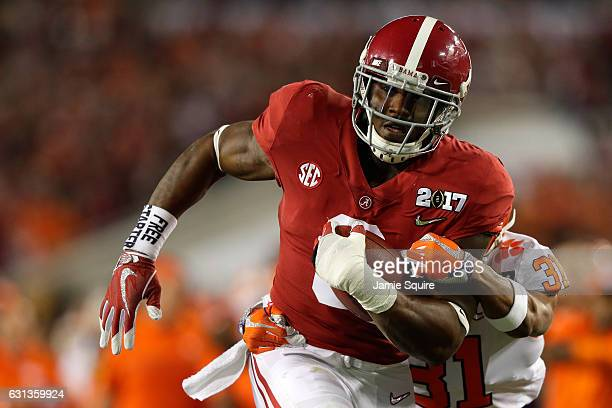 Running back Bo Scarbrough of the Alabama Crimson Tide rushes for a 25yard touchdown during the first quarter against the Clemson Tigers in the 2017...