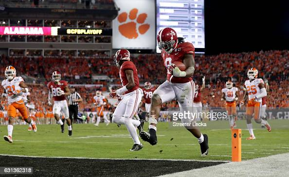 Running back Bo Scarbrough of the Alabama Crimson Tide rushes for a 37yard touchdown during the second quarter against the Clemson Tigers in the 2017...