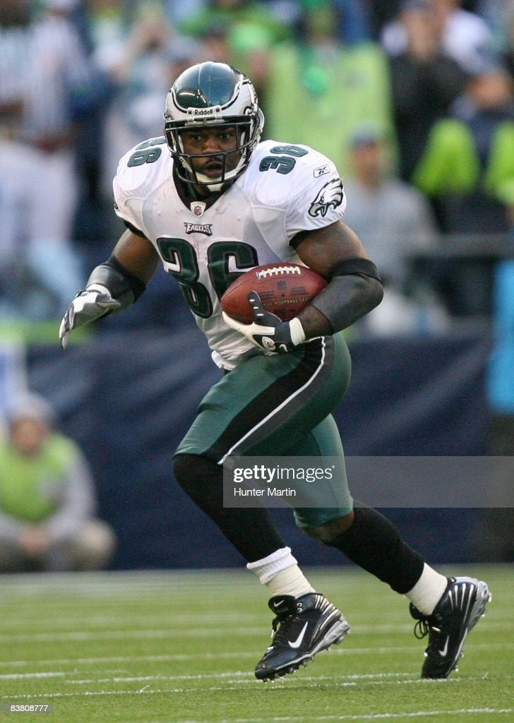 Running back Brian Westbrook #36 of the Philadelphia Eagles carries the ball during a game against the Seattle Seahawks on November 2, 2008 at Qwest Field in Seattle, Washington.