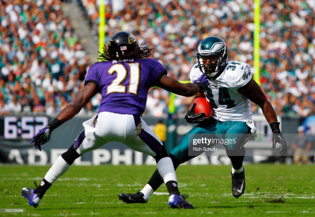 Running back Bryce Brown #34 of the Philadelphia Eagles attempts to get past <a gi-track='captionPersonalityLinkClicked' href=/galleries/search?phrase=Lardarius+Webb&family=editorial&specificpeople=5735454 ng-click='$event.stopPropagation()'>Lardarius Webb</a> #21of the Baltimore Ravens during a game at Lincoln Financial Field on September 16, 2012 in Philadelphia, Pennsylvania. The Eagles defeated the Ravens 24-23.