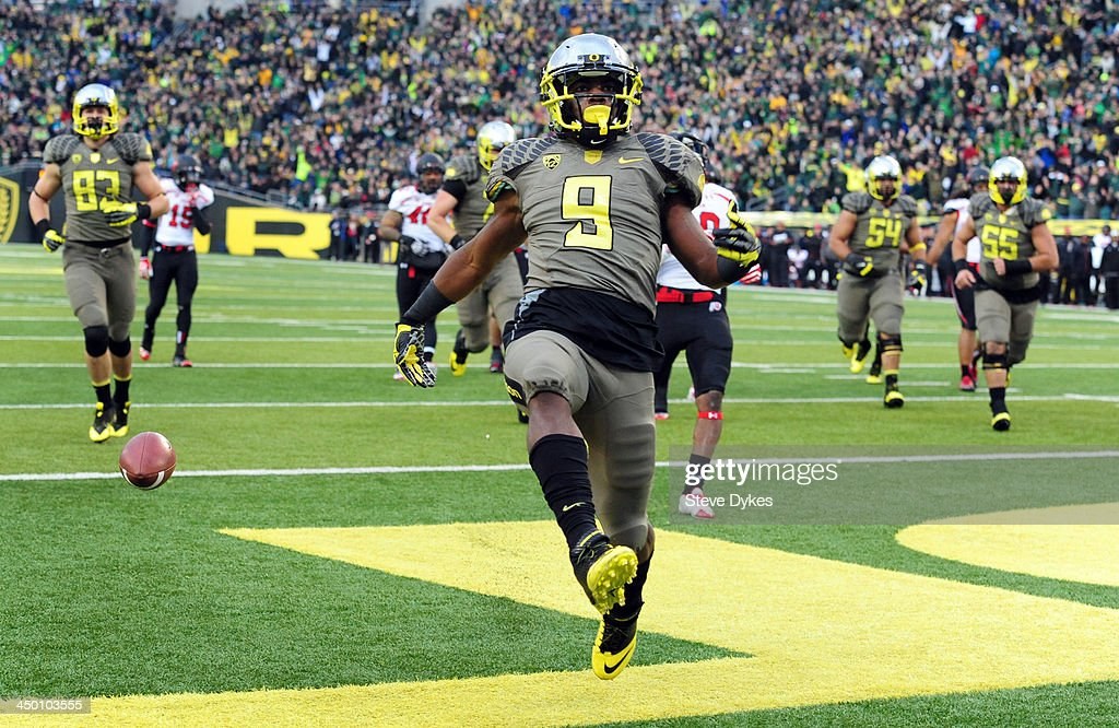 Running back Byron Marshall #9 of the Oregon Ducks celebrates a touchdown catch during the fourth quarter of the game against the Utah Utes at Autzen Stadium on November 16, 2013 in Eugene, Oregon.