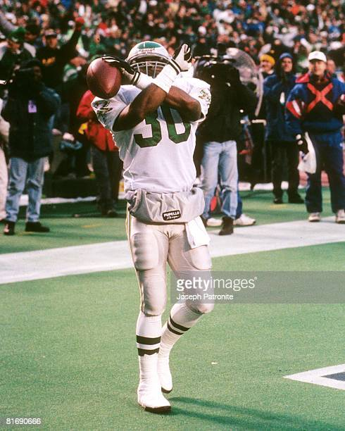 Running back Charlie Garner of the Philadelphia Eagles celebrates after scoring against the Detroit Lions in the 1995 NFC Wildcard Game at the...