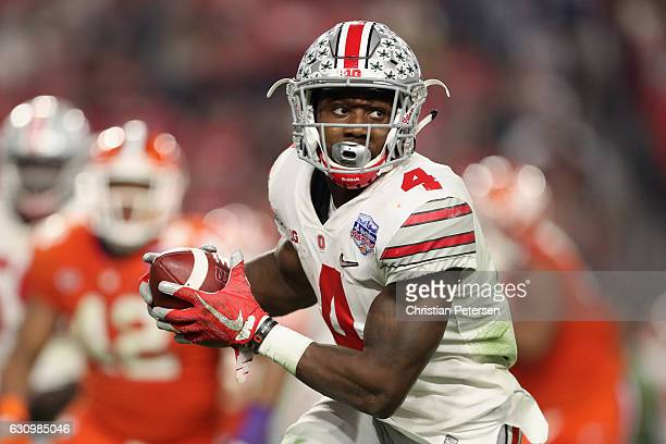 Running back Curtis Samuel of the Ohio State Buckeyes rushes the football against the Clemson Tigers during the Playstation Fiesta Bowl at University...