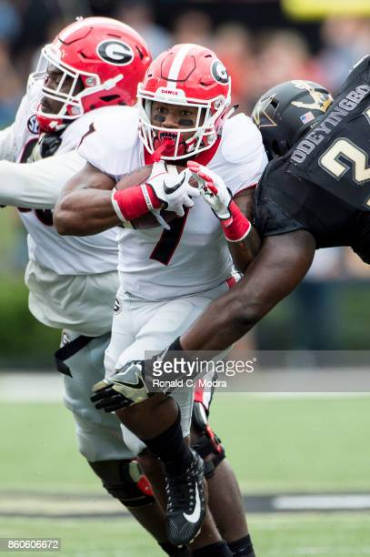 Running back D'Andre Swift of the Georgia Bulldogs carries the ball during a game against the Vanderbilt Commodores at Vanderbilt Stadium on October...