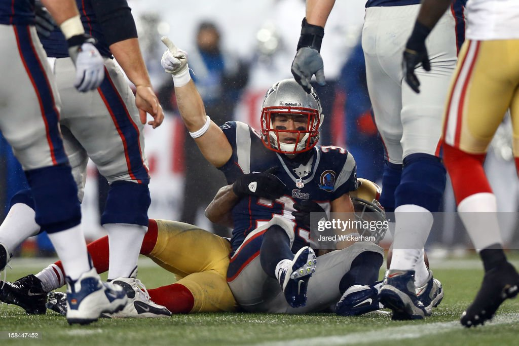 Running back <a gi-track='captionPersonalityLinkClicked' href=/galleries/search?phrase=Danny+Woodhead&family=editorial&specificpeople=4536267 ng-click='$event.stopPropagation()'>Danny Woodhead</a> #39 of the New England Patriots celebrates after scoing a touchdown in the third quarter against the San Francisco 49ers at Gillette Stadium on December 16, 2012 in Foxboro, Massachusetts.