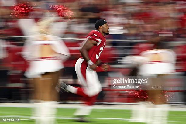 Running back David Johnson of the Arizona Cardinals runs onto the field before the NFL game against the Seattle Seahawks at the University of Phoenix...