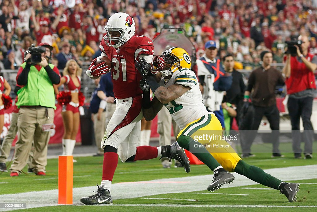 Running back David Johnson #31 of the Arizona Cardinals scores a 14 yard rushing touchdown against free safety Ha Ha Clinton-Dix #21 of the Green Bay Packers during the third quarter of the NFL game at the University of Phoenix Stadium on December 27, 2015 in Glendale, Arizona.