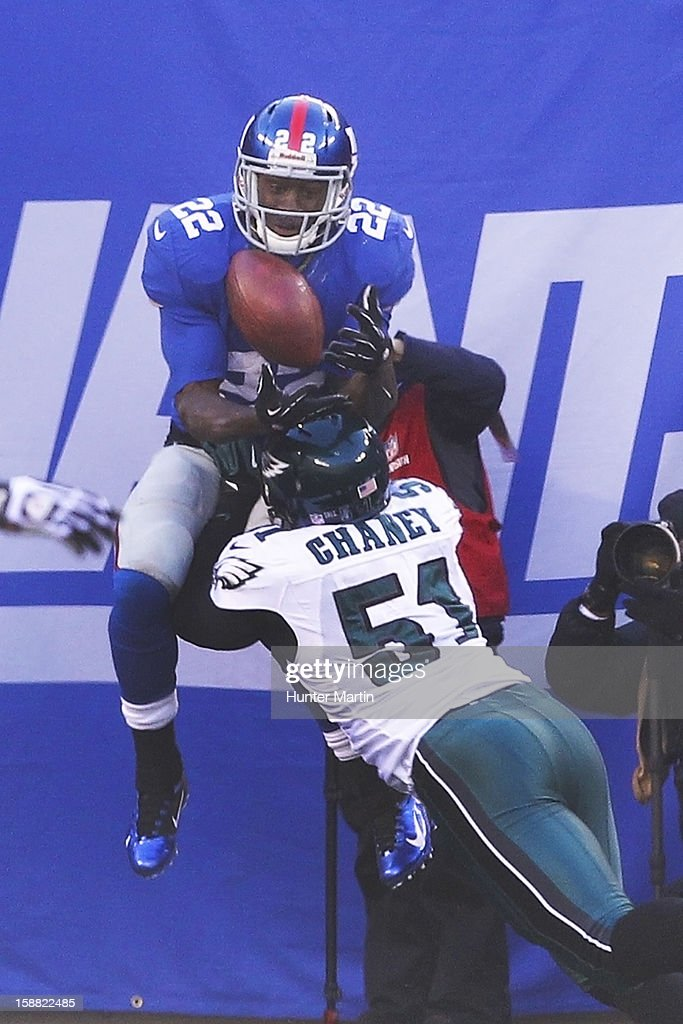 Running back <a gi-track='captionPersonalityLinkClicked' href=/galleries/search?phrase=David+Wilson+-+American+Football+Running+Back&family=editorial&specificpeople=9642682 ng-click='$event.stopPropagation()'>David Wilson</a> #22 of the New York Giants catches a touchdown pass over linebacker Jamar Chaney #51 of the Philadelphia Eagles during a game on December 30, 2012 at MetLife Stadium in East Rutherford, New Jersey. The Giants won 42-7.