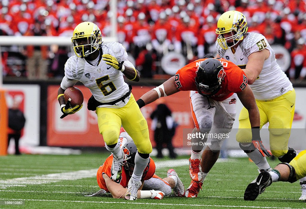 Running back <a gi-track='captionPersonalityLinkClicked' href=/galleries/search?phrase=De%27Anthony+Thomas&family=editorial&specificpeople=8222432 ng-click='$event.stopPropagation()'>De'Anthony Thomas</a> #6 of the Oregon Ducks escapes the tackle of defensive end Scott Crichton #95 of the Oregon State Beavers in the third quarter of the game on November 24, 2012 at Reser Stadium in Corvallis, Oregon. Oregon won the game 48-24.