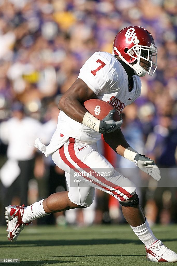 Running back DeMarco Murray of the Oklahoma Sooners runs with the ball during the game against the Washington Huskies on September 13 2008 at Husky...
