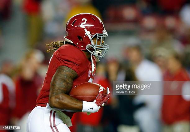 Running back Derrick Henry warmsup before playing against the LSU Tigers at BryantDenny Stadium on November 7 2015 in Tuscaloosa Alabama