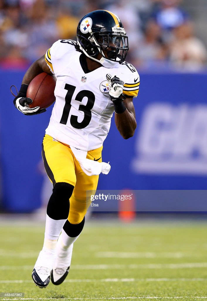 Running back <a gi-track='captionPersonalityLinkClicked' href=/galleries/search?phrase=Dri+Archer&family=editorial&specificpeople=9689813 ng-click='$event.stopPropagation()'>Dri Archer</a> #13 of the Pittsburgh Steelers carries the ball against the New York Giants during a preseason game at MetLife Stadium on August 9, 2014 in East Rutherford, New Jersey.