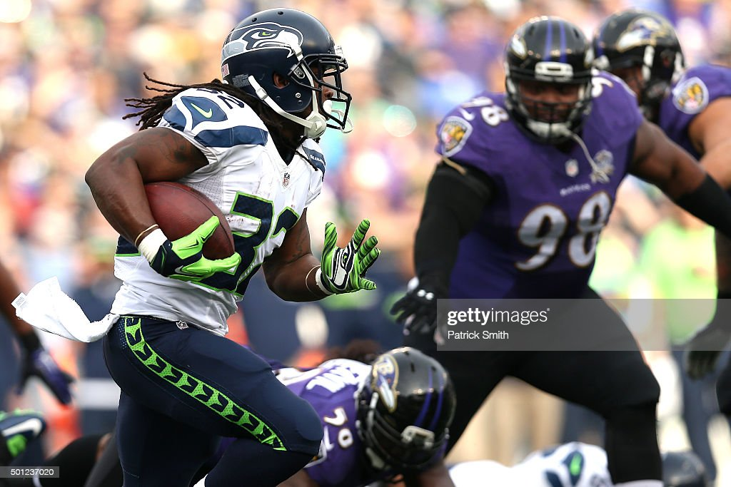 Running back <a gi-track='captionPersonalityLinkClicked' href=/galleries/search?phrase=DuJuan+Harris&family=editorial&specificpeople=5547092 ng-click='$event.stopPropagation()'>DuJuan Harris</a> #32 of the Seattle Seahawks carries the ball against nose tackle Brandon Williams #98 of the Baltimore Ravens in the second quarter at M&T Bank Stadium on December 13, 2015 in Baltimore, Maryland.