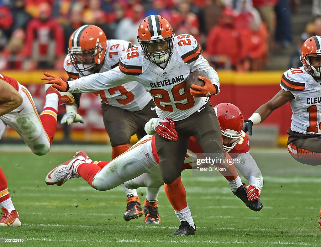 Running back <a gi-track='captionPersonalityLinkClicked' href=/galleries/search?phrase=Duke+Johnson+-+Jogador+de+futebol+americano&family=editorial&specificpeople=13981151 ng-click='$event.stopPropagation()'>Duke Johnson</a> Jr. #29 of the Cleveland Browns rushes up field against the Kansas City Chiefs during the second half on December 27, 2015 at Arrowhead Stadium in Kansas City, Missouri.