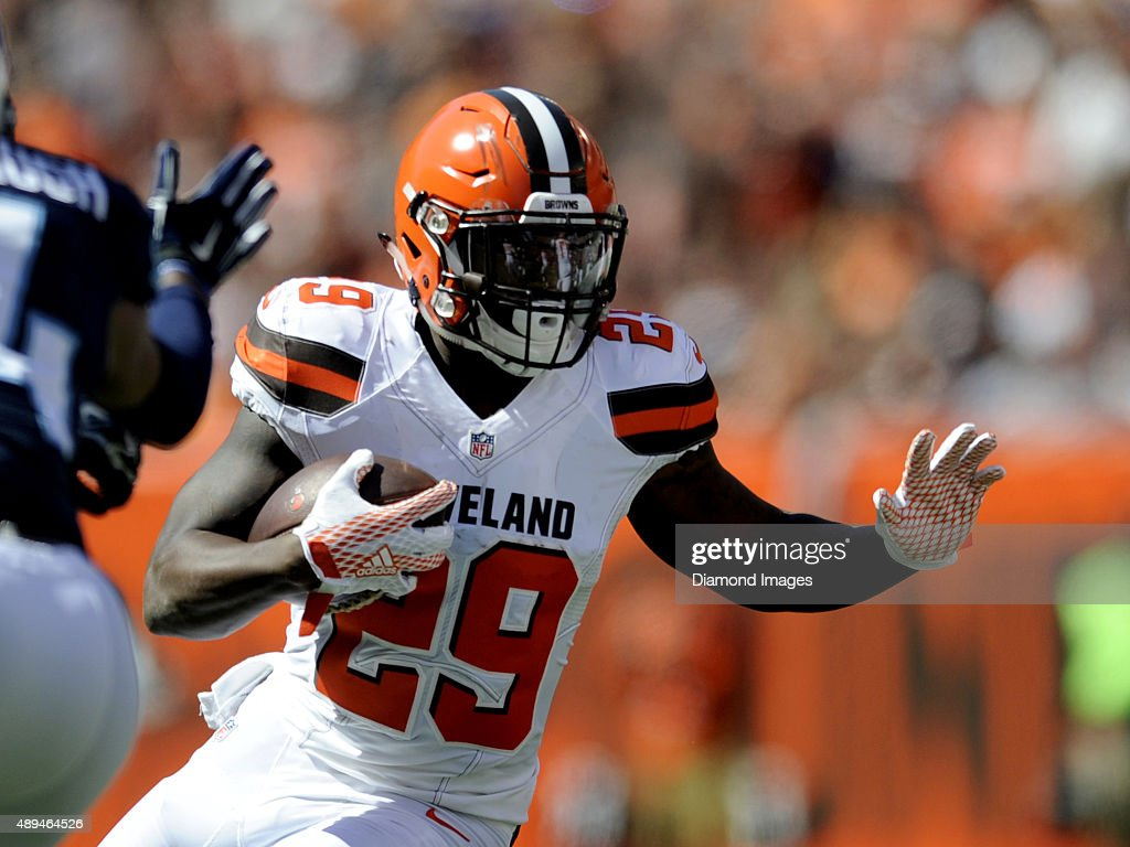 Running back <a gi-track='captionPersonalityLinkClicked' href=/galleries/search?phrase=Duke+Johnson+-+Jogador+de+futebol+americano&family=editorial&specificpeople=13981151 ng-click='$event.stopPropagation()'>Duke Johnson</a> #29 of the Cleveland Browns carries the ball during a game against the Tennessee Titans on September 20, 2015 at FirstEnergy Stadium in Cleveland, Ohio. Cleveland won 28-14.