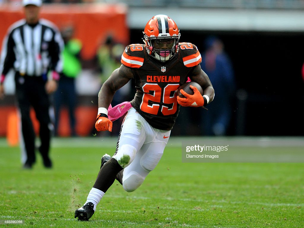 Running back <a gi-track='captionPersonalityLinkClicked' href=/galleries/search?phrase=Duke+Johnson+-+Jogador+de+futebol+americano&family=editorial&specificpeople=13981151 ng-click='$event.stopPropagation()'>Duke Johnson</a> #29 of the Cleveland Browns carries the ball during a game against the Denver Broncos on October 18, 2015 at FirstEnergy Stadium in Cleveland, Ohio. Denver won 26-23 in overtime.