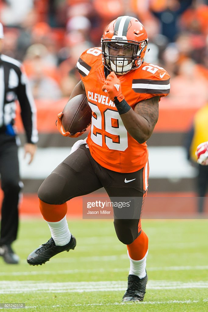 Running back <a gi-track='captionPersonalityLinkClicked' href=/galleries/search?phrase=Duke+Johnson+-+American+Football+Player&family=editorial&specificpeople=13981151 ng-click='$event.stopPropagation()'>Duke Johnson</a> #29 of the Cleveland Browns runs for a gain during the first half against the San Francisco 49ers at FirstEnergy Stadium on December 13, 2015 in Cleveland, Ohio.