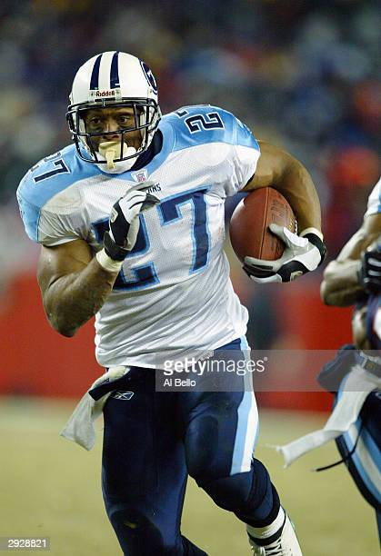 Running back Eddie George of the Tennessee Titans carries the football against the New England Patriots in the AFC divisional playoffs on January 10...