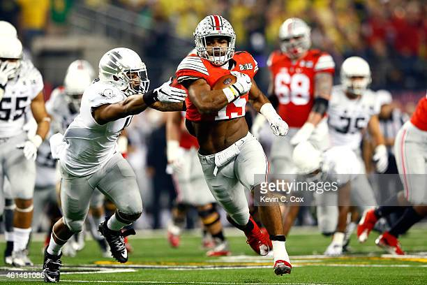 Running back Ezekiel Elliott of the Ohio State Buckeyes runs the ball 33 yards to score a touchdown in the first quarter against the Oregon Ducks...