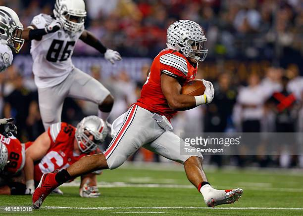 Running back Ezekiel Elliott of the Ohio State Buckeyes runs the ball in the first quarter against the Oregon Ducks during the College Football...