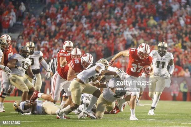 UW running back Garrett Groshek can't quite make it into the end zone late in the 4th quarter during a Big Ten football game between the University...