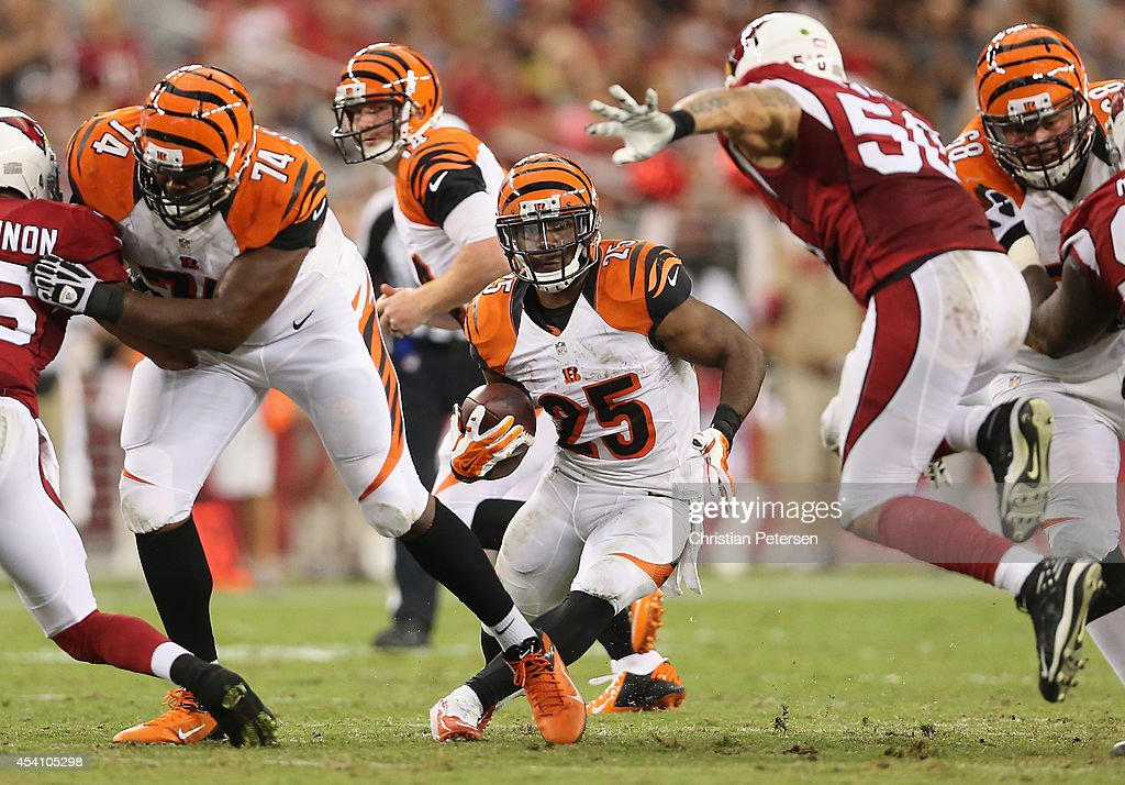 Running back Giovani Bernard of the Cincinnati Bengals breaks up field against inside linebacker Larry Foote of the Arizona Cardinals during the...
