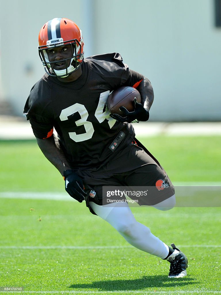 Running back <a gi-track='captionPersonalityLinkClicked' href=/galleries/search?phrase=Isaiah+Crowell&family=editorial&specificpeople=8176797 ng-click='$event.stopPropagation()'>Isaiah Crowell</a> #34 of the Cleveland Browns carries the ball during an OTA practice on May 25, 2016 at the Cleveland Browns training facility in Berea, Ohio.