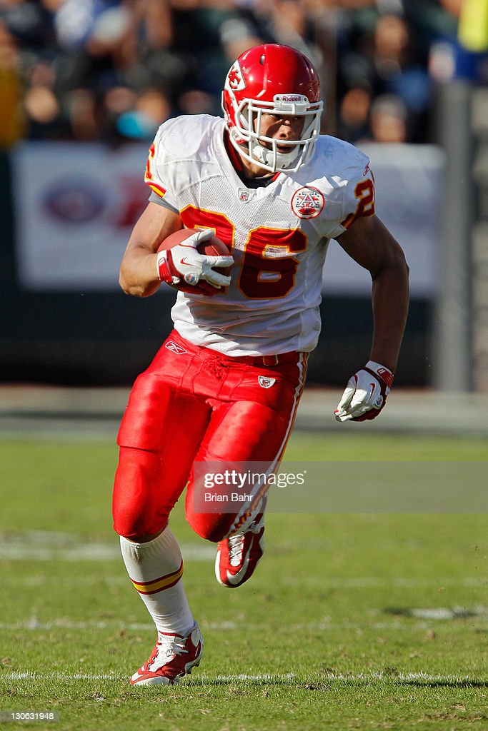 Running back <a gi-track='captionPersonalityLinkClicked' href=/galleries/search?phrase=Jackie+Battle&family=editorial&specificpeople=2852926 ng-click='$event.stopPropagation()'>Jackie Battle</a> #26 of the Kansas City Chiefs runs the ball against the Oakland Raiders on October 23, 2011 at O.co Coliseum in Oakland, California. The Chiefs won 28-0.