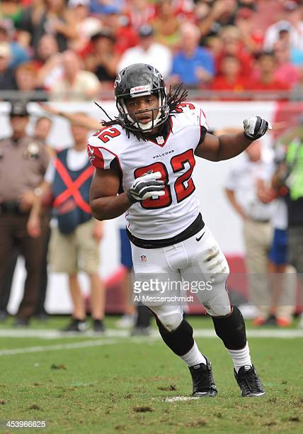Running back Jacquizz Rodgers of the Atlanta Falcons sets for play against the Tampa Bay Buccaneers November 17 2013 at Raymond James Stadium in...