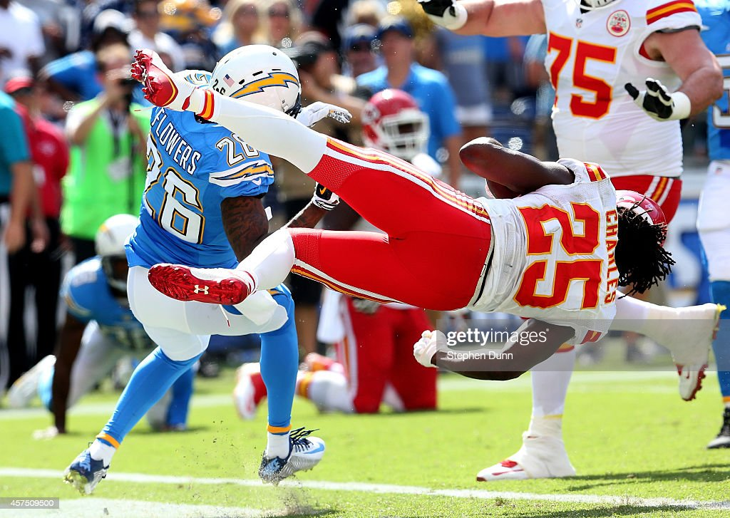 Running back <a gi-track='captionPersonalityLinkClicked' href=/galleries/search?phrase=Jamaal+Charles&family=editorial&specificpeople=2122501 ng-click='$event.stopPropagation()'>Jamaal Charles</a> #25 of the Kansas City Chiefs dives around cornerback Brandon Flowers #26 of the San Diego Chargers to score a touchdown to finish a 16 yard run in the second quarter at Qualcomm Stadium on October 19, 2014 in San Diego, California.