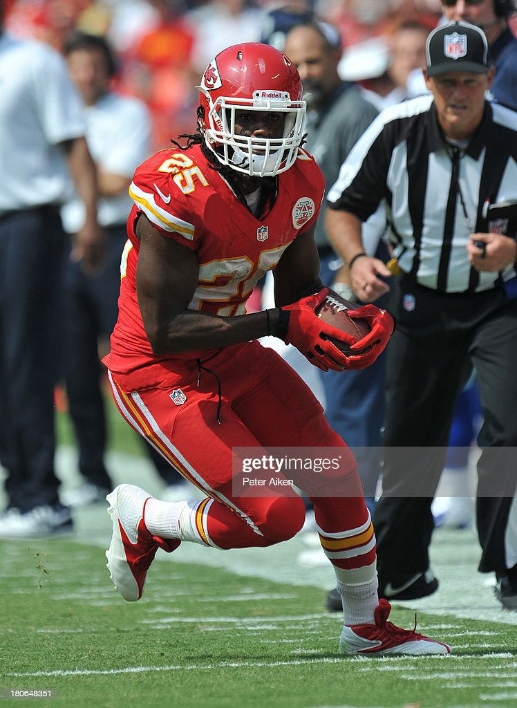 Running back <a gi-track='captionPersonalityLinkClicked' href=/galleries/search?phrase=Jamaal+Charles&family=editorial&specificpeople=2122501 ng-click='$event.stopPropagation()'>Jamaal Charles</a> #25 of the Kansas City Chiefs rushes up the sideline against the Dallas Cowboys during the second half on September 15, 2013 at Arrowhead Stadium in Kansas City, Missouri. Kansas City defeated Dallas 17-16.