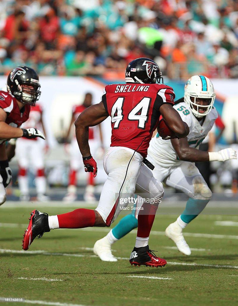 Running back Jason Snelling of the Atlanta Falcons runs against the Miami Dolphins at Sun Life Stadium on September 22 2013 in Miami Gardens Florida