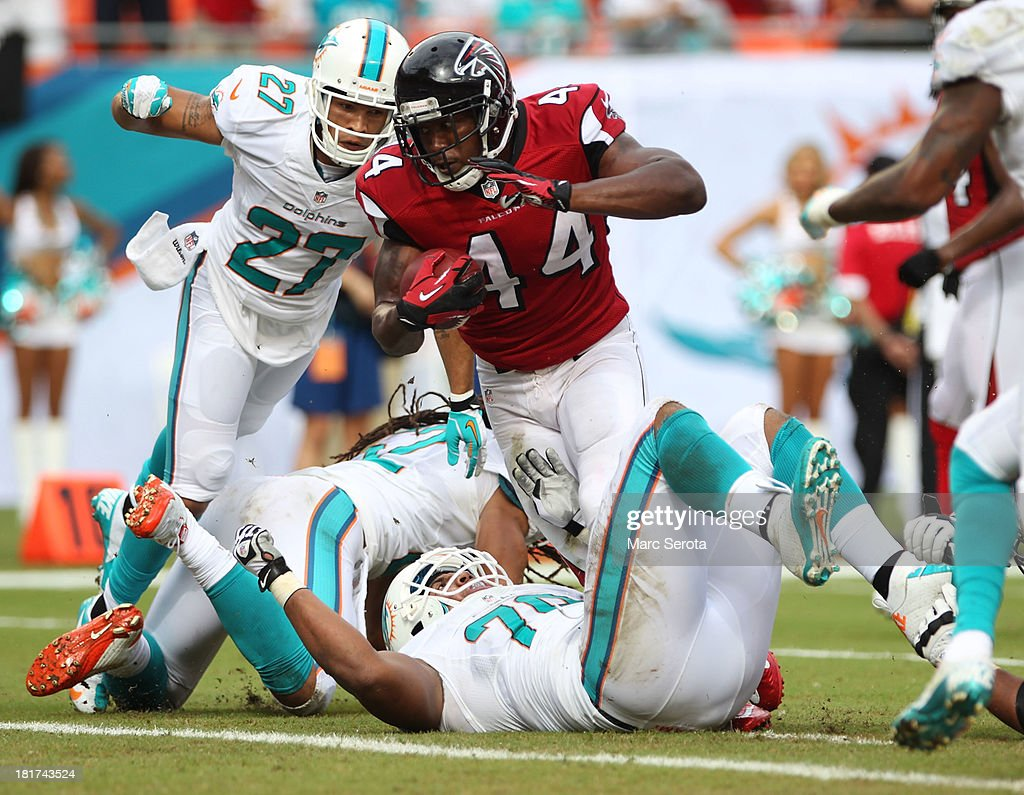 Running back Jason Snelling of the Atlanta Falcons scores a touchdown against the Miami Dolphins at Sun Life Stadium on September 22 2013 in Miami...