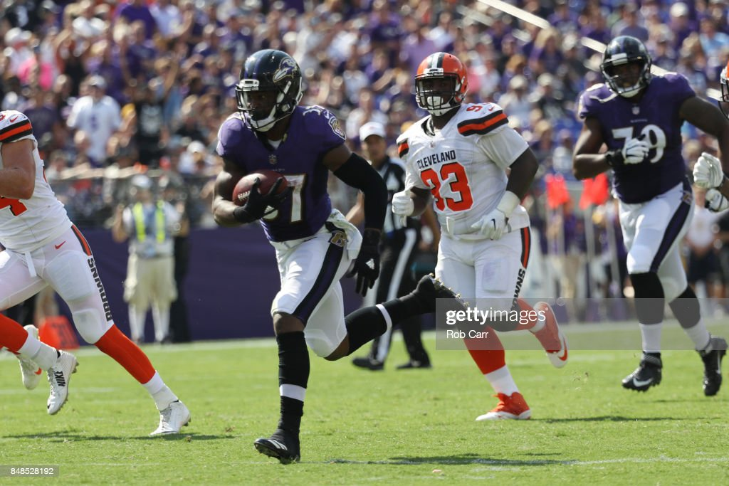Running back Javorius Allen #37 of the Baltimore Ravens runs the ball against the Cleveland Browns in the second quarter at M&T Bank Stadium on September 17, 2017 in Baltimore, Maryland.