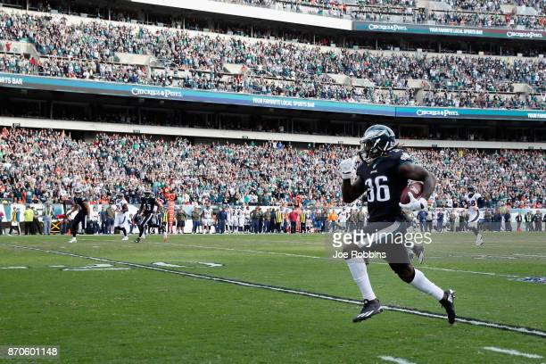 Running back Jay Ajayi of the Philadelphia Eagles runs the ball 46 yards for a touchdown against the Denver Broncos during the second quarter at...