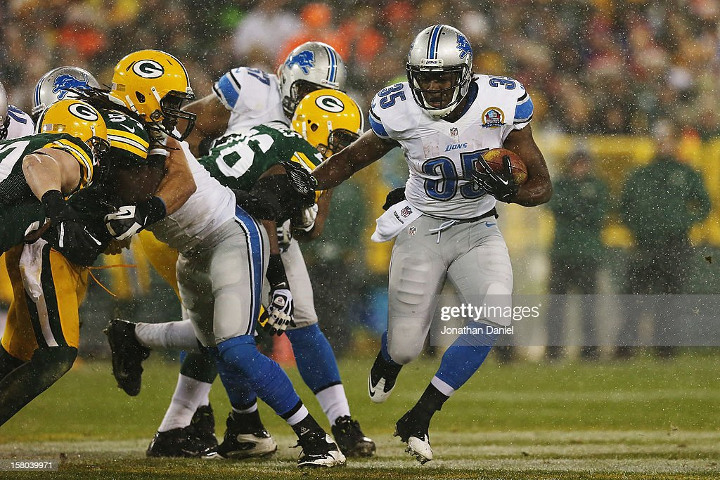 Running back Joique Bell #35 of the Detroit Lions breaks a run against the Green Bay Packers at Lambeau Field on December 9, 2012 in Green Bay, Wisconsin.