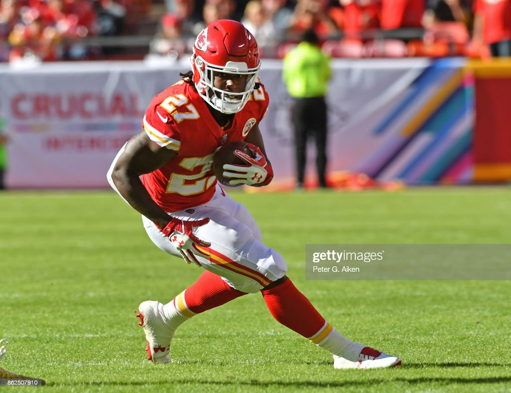 Running back Kareem Hunt #27 of the Kansas City Chiefs runs up field against the Pittsburgh Steelers during the first half on October 15, 2017 at Arrowhead Stadium in Kansas City, Missouri.