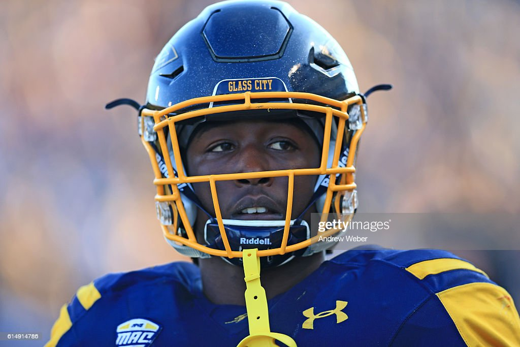 Running back Kareem Hunt #3 of the Toledo Rockets on the sidelines against Bowling Green Falcons at Glass Bowl on October 15, 2016 in Toledo, Ohio.