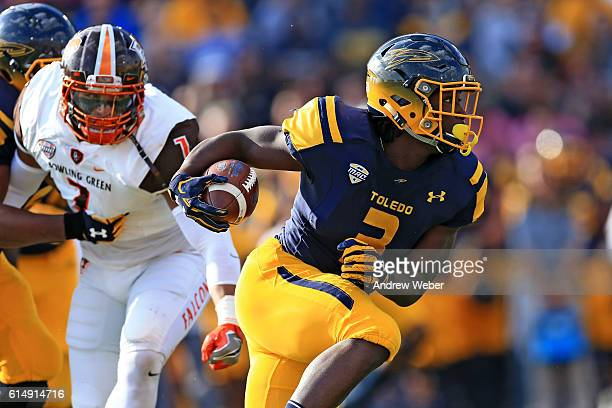 Running back Kareem Hunt of the Toledo Rockets runs the ball during the first quarter against Bowling Green Falcons during the first quarter at Glass...