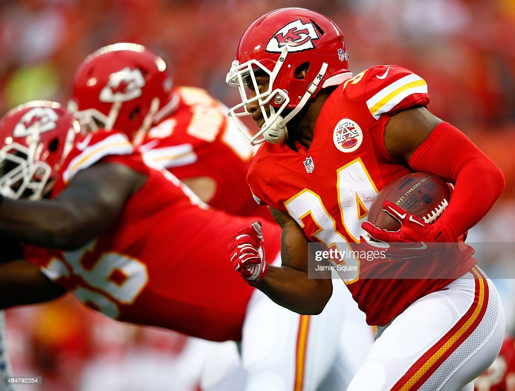 Running back <a gi-track='captionPersonalityLinkClicked' href=/galleries/search?phrase=Knile+Davis&family=editorial&specificpeople=6475514 ng-click='$event.stopPropagation()'>Knile Davis</a> #34 of the Kansas City Chiefs carries the ball during the preaseason game against the Seattle Seahawks at Arrowhead Stadium on August 21, 2015 in Kansas City, Missouri.