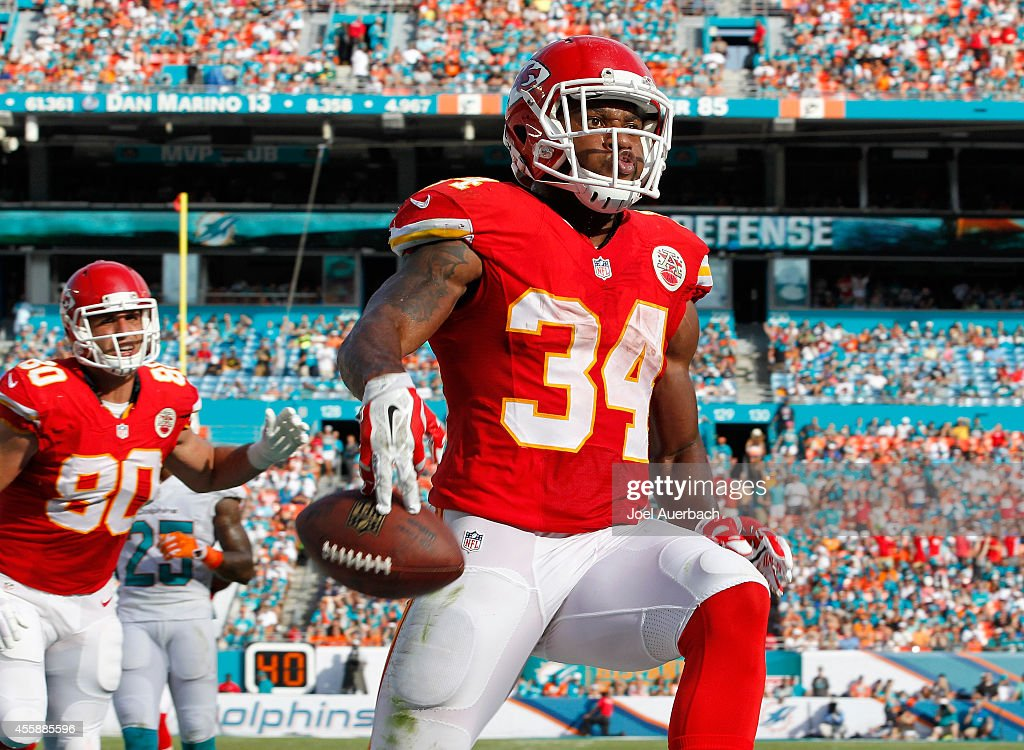 Running back <a gi-track='captionPersonalityLinkClicked' href=/galleries/search?phrase=Knile+Davis&family=editorial&specificpeople=6475514 ng-click='$event.stopPropagation()'>Knile Davis</a> #34 of the Kansas City Chiefs celebrates his second-quarter touchdown against the Miami Dolphins at Sun Life Stadium on September 21, 2014 in Miami Gardens, Florida.